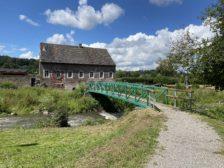 Fußgängerbrücke zur angrenzenden Wassermühle (Baalsbrugger Mühle)